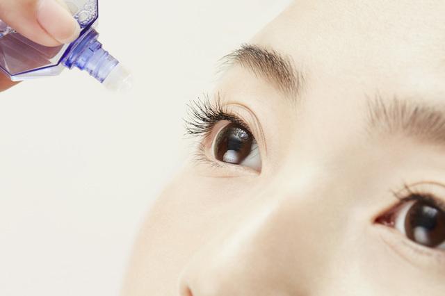 目薬の正しいさし方は?開封後の使用期限はいつまで?過ぎたら捨てるべき理由