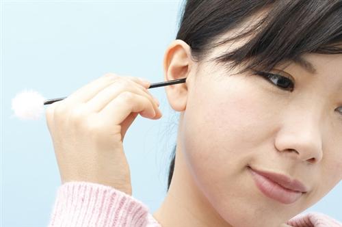 耳掃除は「百害あって一利なし」? 耳鼻科医が思う適切な頻度は