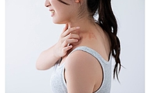 蕁麻疹はストレスでも出る?多種多様な原因と症状の現れ方